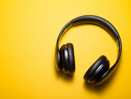 勉強しながら音楽はNG! でも「とある条件」ならむしろ良い効果に?!